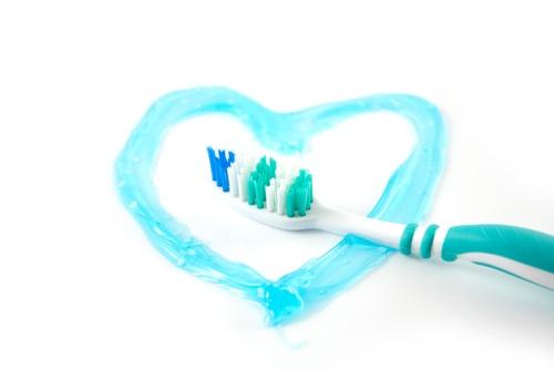 Đánh răng đúng cách giúp bạn chữa viêm chân răng