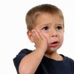 Bé 2 tuổi bị sâu răng có cần trám hay không?