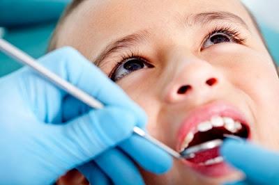 Nếu có gì bất thường khi trẻ mọc răng hàm, cần đưa trẻ đến gặp nha sĩ sớm
