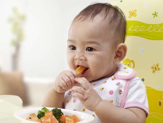 Thức ăn cho bé mọc răng - Những điều cần lưu ý 1