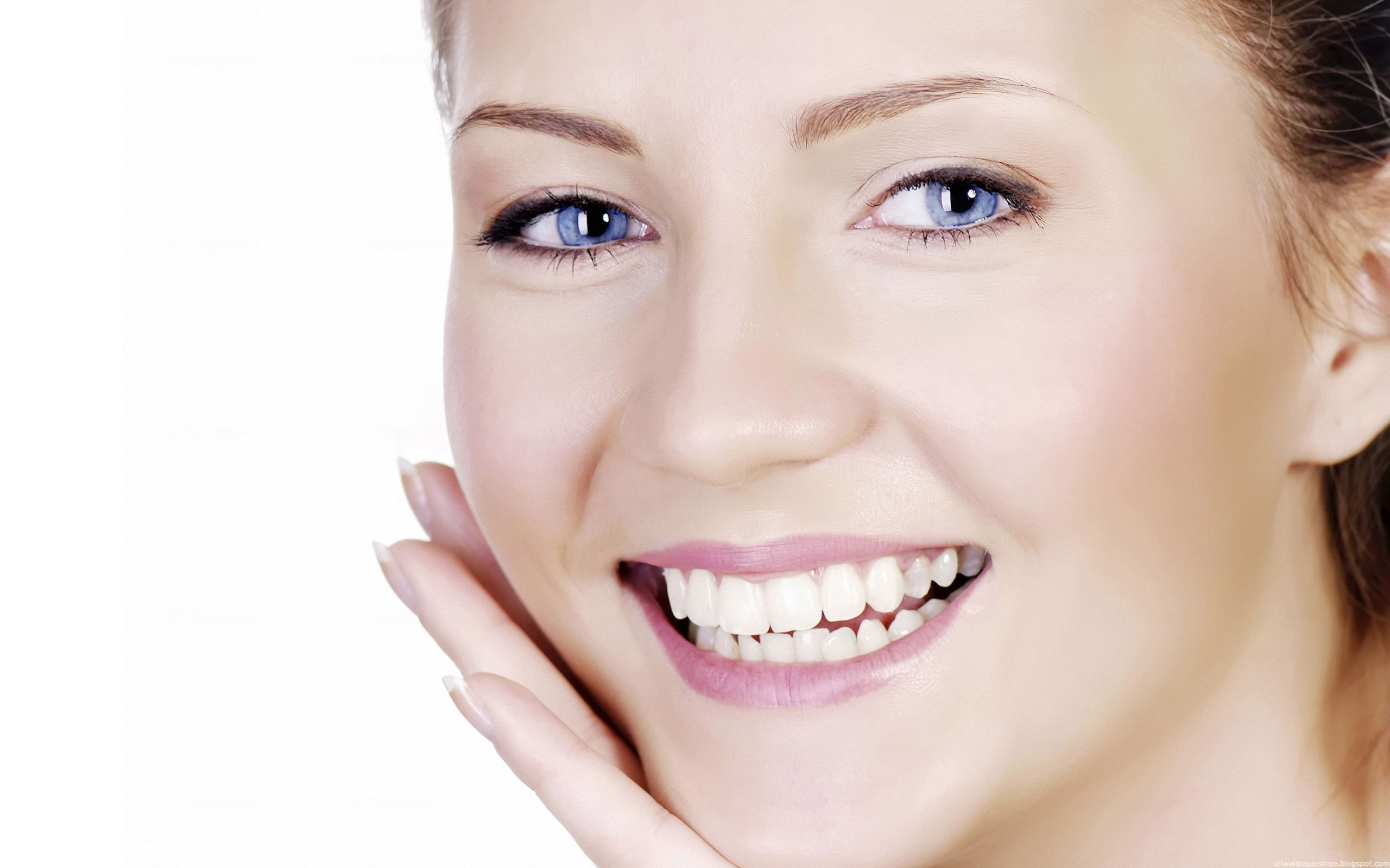 """""""MẸO"""" giúp niềng răng sứ hiệu quả đeo như không đeo 1"""