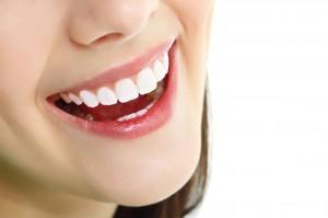 [Tư vấn] Có nên trồng răng sứ thẩm mỹ để răng đều đẹp và sáng bóng 1
