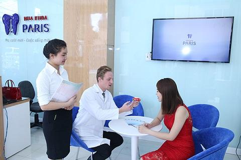 Khách hàng lựa chọn cách lấy cao răng siêu âm tại nha khoa Paris để tiết kiệm thời gian