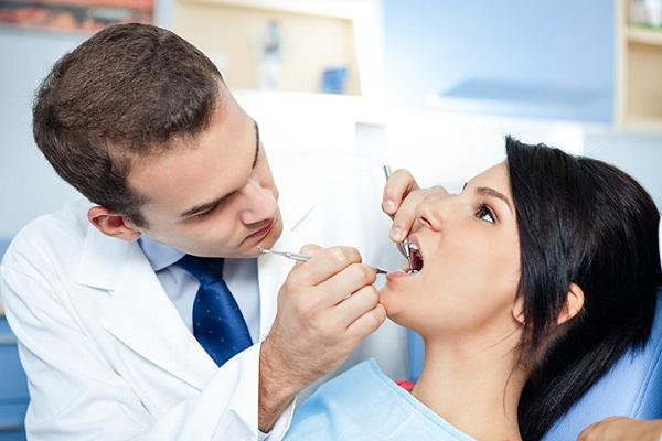 Lấy cao răng định kỳ – cạo vôi răng có làm trắng răng không ?