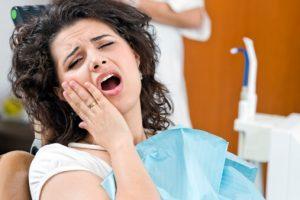 Đau răng khôn khi cho con bú phải xử lý ra sao?