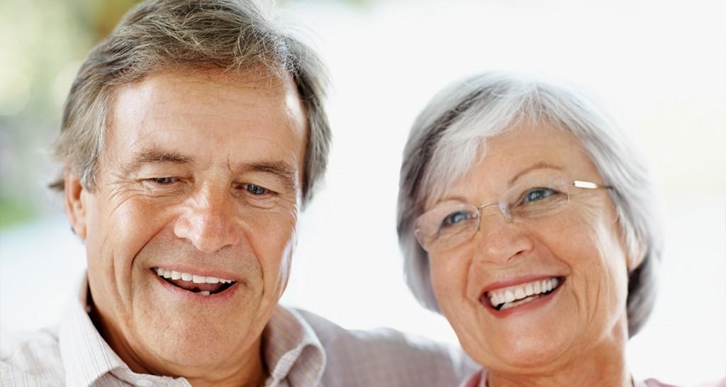 Có nên trồng răng Implant cho người già không?