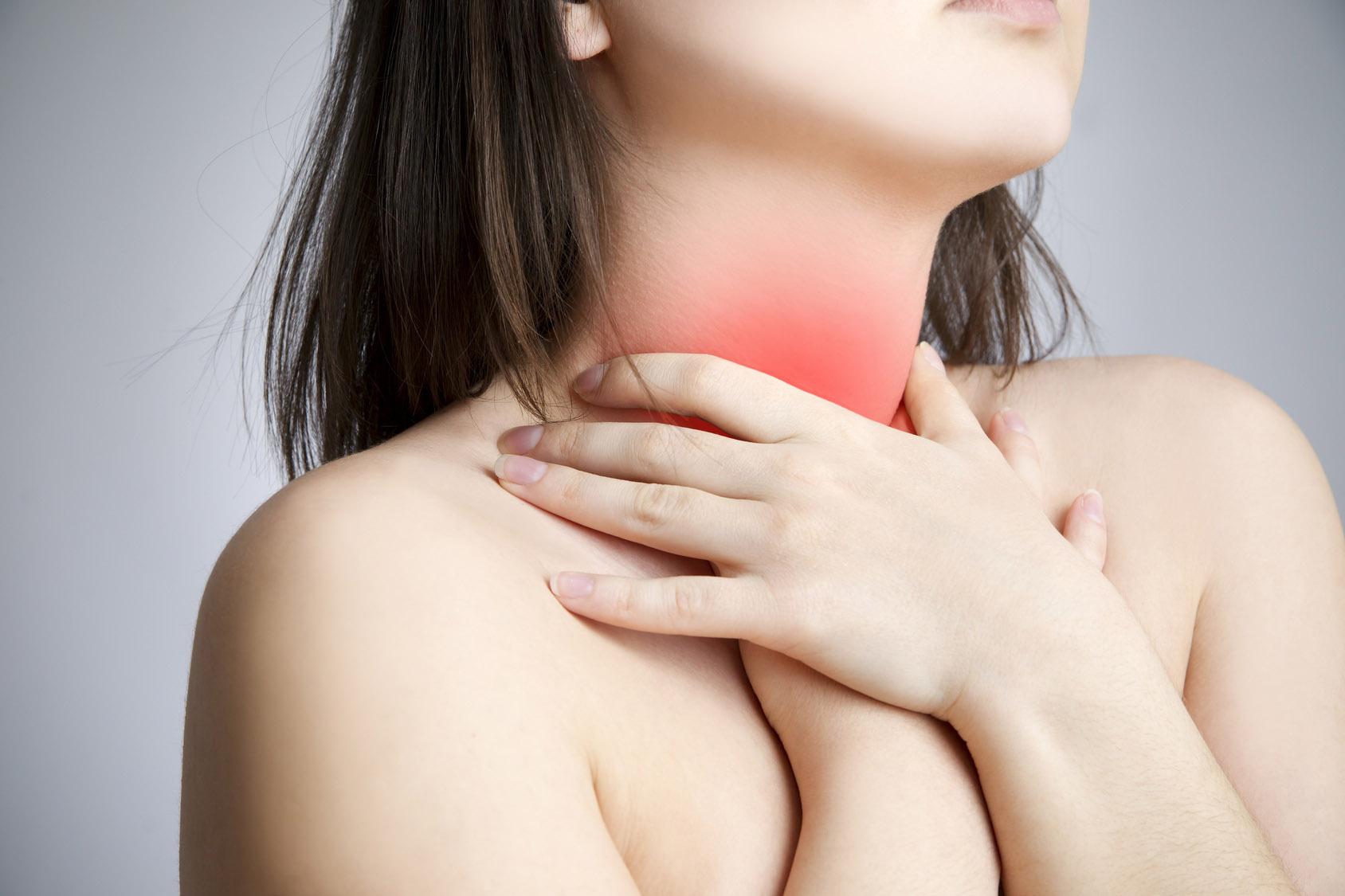 Tại sao lại bị khô miệng đau họng và cách điều trị 1